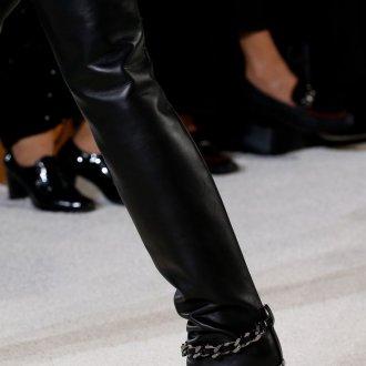 Черные сапоги с открытым носком