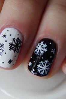 Черно-белый новогодний маникюр
