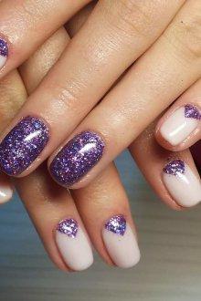Фиолетовый новогодний маникюр
