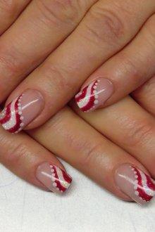 Красно-белый новогодний маникюр