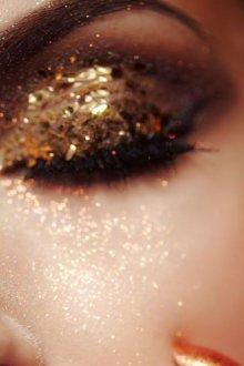 Макияж на новый год 2019 с золотыми блестками