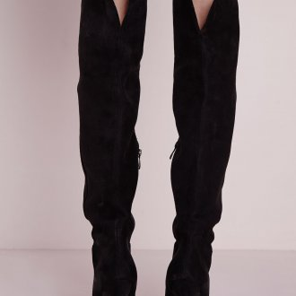 Черные замшевые сапоги на шпильке
