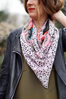 Шелковый шарф с анималистичным принтом