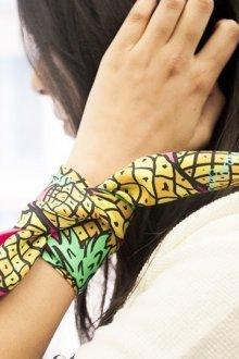 Шелковый шарф с рисунком ананасов