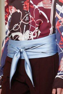 Шелковый шарф голубой