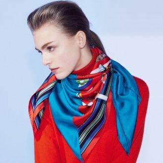 Красно-голубой шелковый шарф