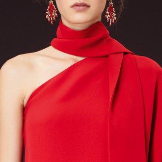 Красный шелковый шарф