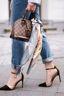 Шелковый шарф на сумке