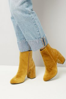 Желтые ботинки из нубука