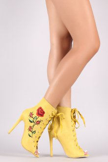 Желтые ботинки с розой