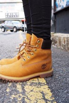 Желтые ботинки на шнуровке