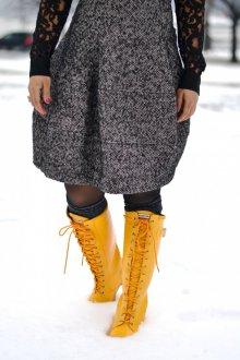 Желтые ботинки высокие