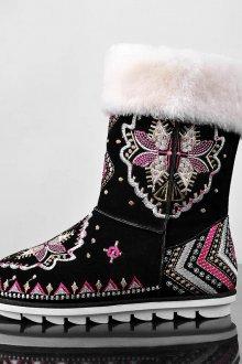 Ботинки с мехом и вышивкой