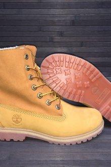 Ботинки с мехом желтого цвета