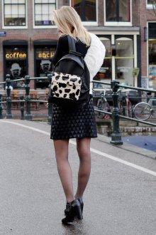 Черный рюкзак с анималистическим принтом