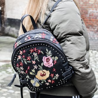 Черный рюкзак в стиле бохо