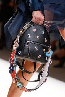 Черный рюкзак с цветами