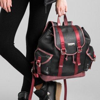 Черный рюкзак с красными лентами