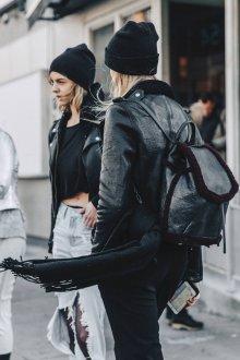 Черный рюкзак с отделкой