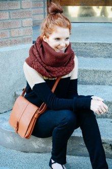 Вязаный шарф бордовый