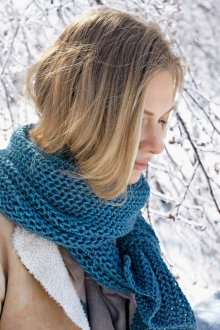 Вязаный шарф голубой