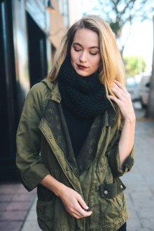 Вязаный шарф осенний