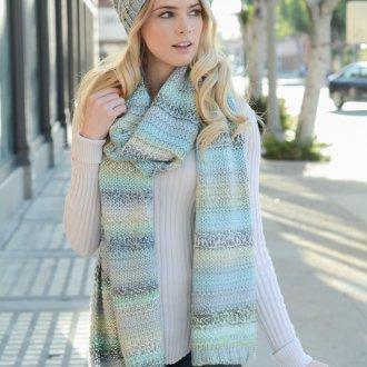 Вязаный шарф в пастельных тонах