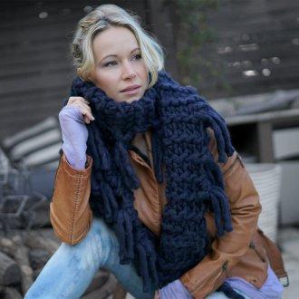 Вязаный шарф синий