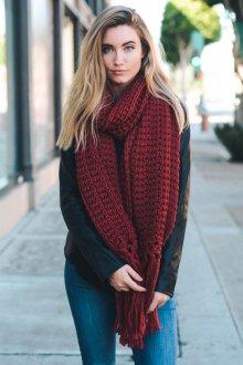 Вязаный шарф темный