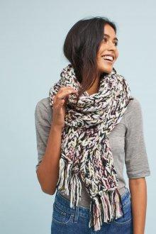 Яркий вязаный шарф