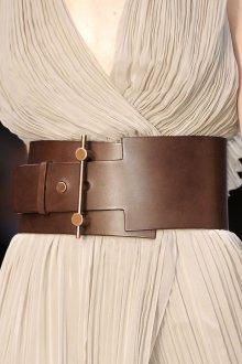 Широкий ремень из коричневой кожи
