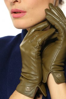Зеленые кожаные перчатки