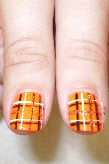 Маникюр на короткие ногти в клетку
