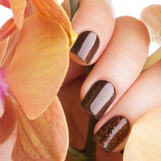 Маникюр на короткие ногти коричневый