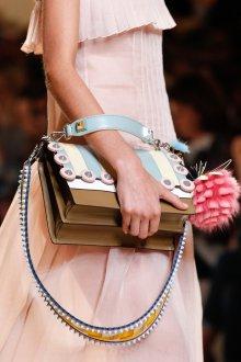 Бежевая сумка Fendi