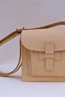 Бежевая сумка квадратная