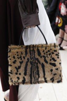 Бежевая сумка под леопарда