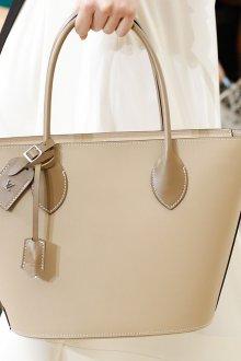 Бежевая сумка однотонная