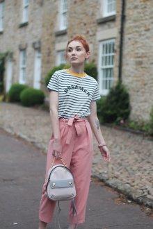 Розовый рюкзак с цепочкой