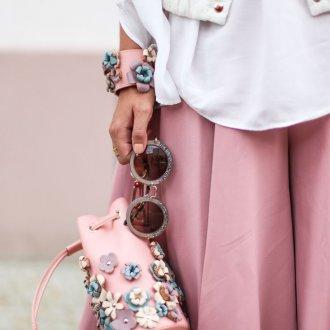 Розовый рюкзак с цветами