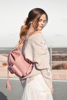 Розовый рюкзак с кофтой