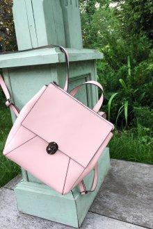 Розовый рюкзак квадратный