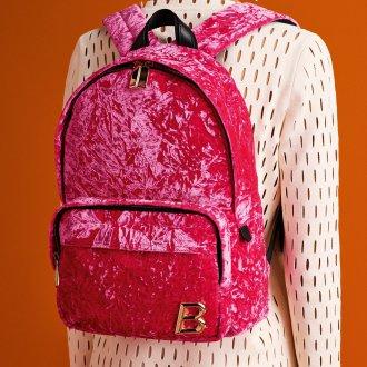 Розовый рюкзак яркий