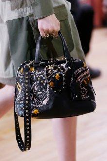 Деловая сумка с вышивкой