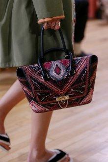 Деловая сумка женская с вышивкой