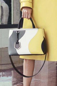 Деловая сумка женская из кусочков кожи