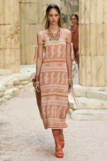 Круизная коллекция шанель бежевое платье 2018