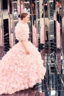 Шанель 2019 розовое платье