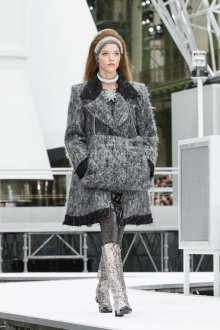 Шанель 2019 серое пальто