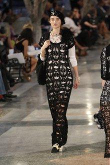 Шанель 2019 вязаное платье